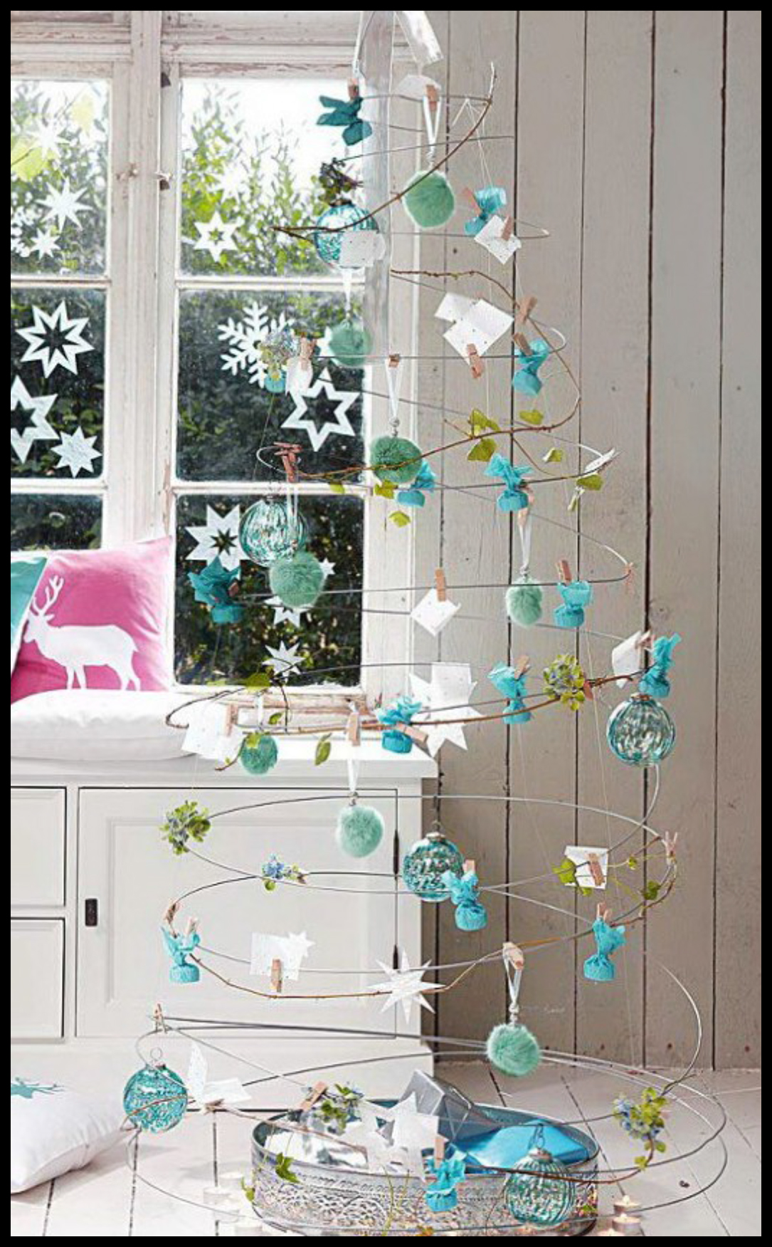 Alternative-Christmas-tree-ideas-tree-from-metal-wire-and-tree-d